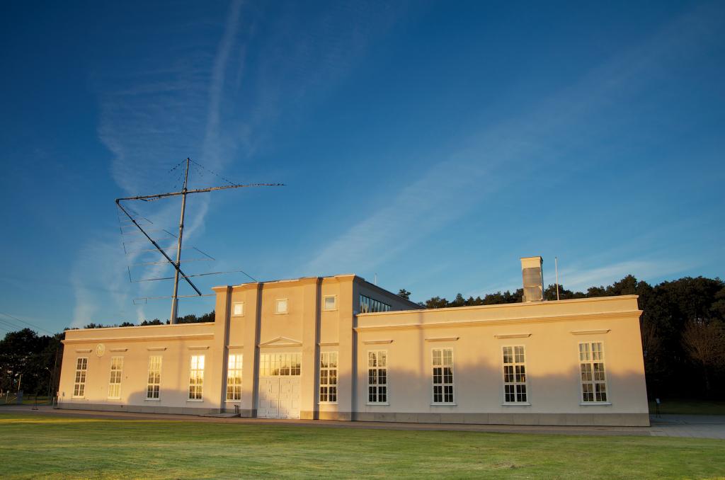 Radiostationen i kvällsljus för press - Foto Magnus Nylen