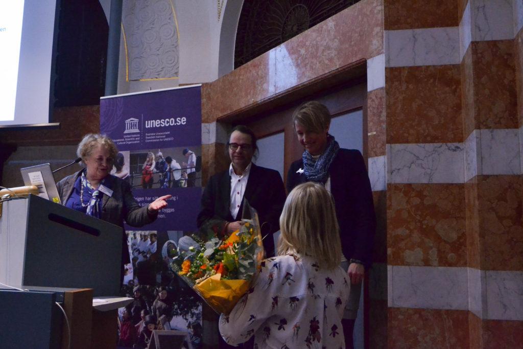 Dag Hartman och Christina Hedin från UNESCO Creative City Östersund tar emot Svenska Unescopriset