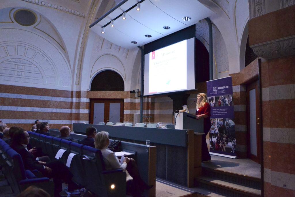 Eva Friman, föreståndare för SWEDESD, talar om utbildning för hållbar utveckling